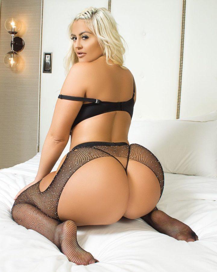Huge booty blonde Danii Banks